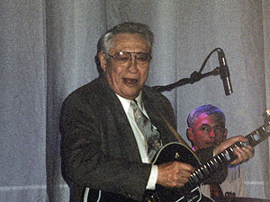 Scotty Moore live in 2002